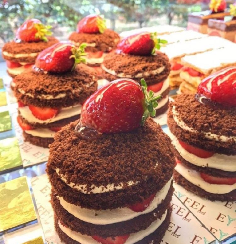 草莓甜品😋,爱吃草莓的举个爪!