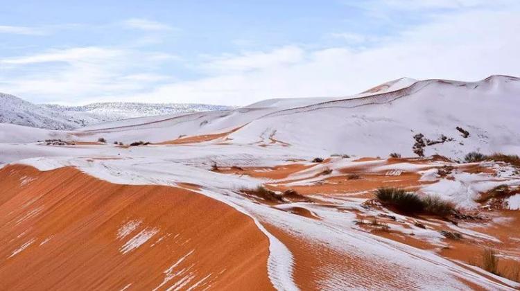 去沙漠看雪吧