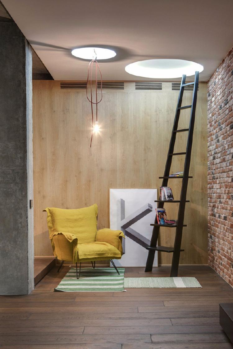 水泥柱子裸砖墙,搭配温润的木质、线条感分明的软装~ 